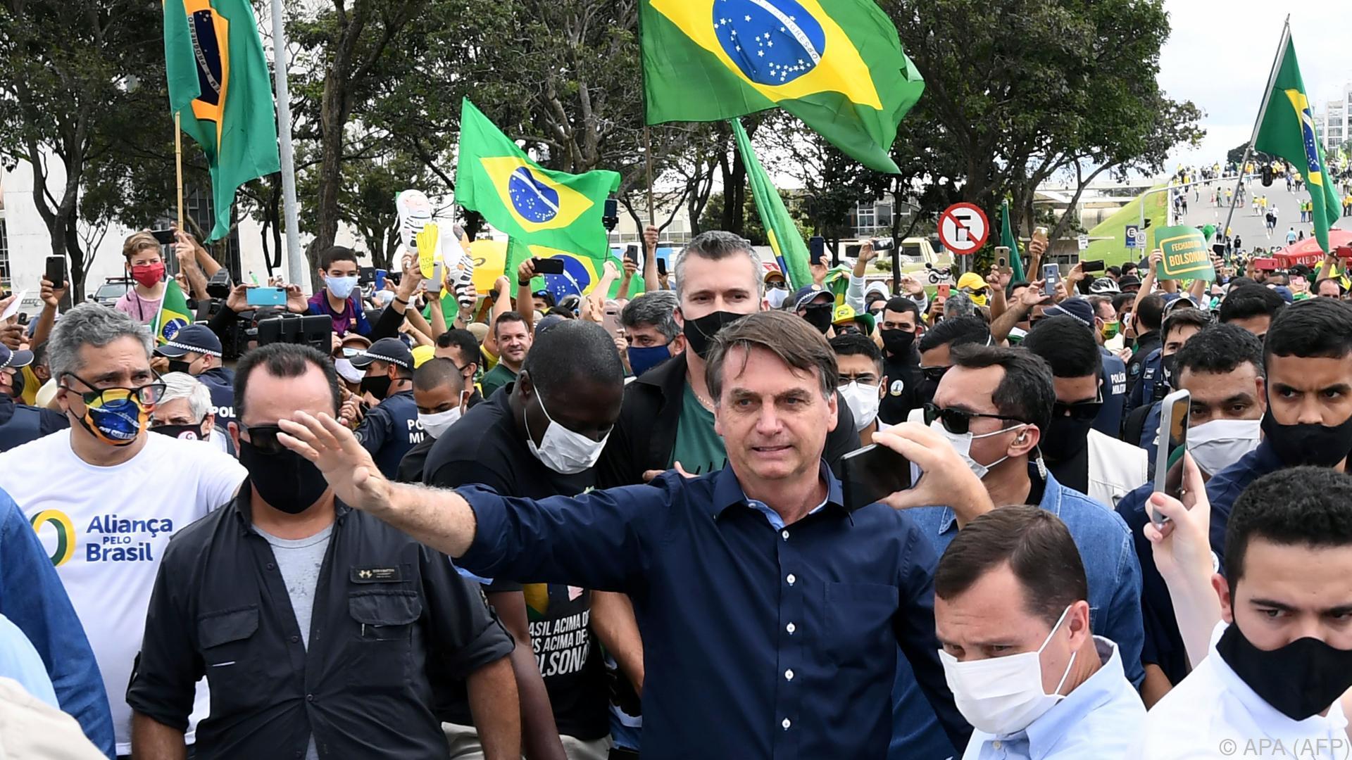 Brasiliens Präsident Bolsonaro positiv auf Covid-19 getestet