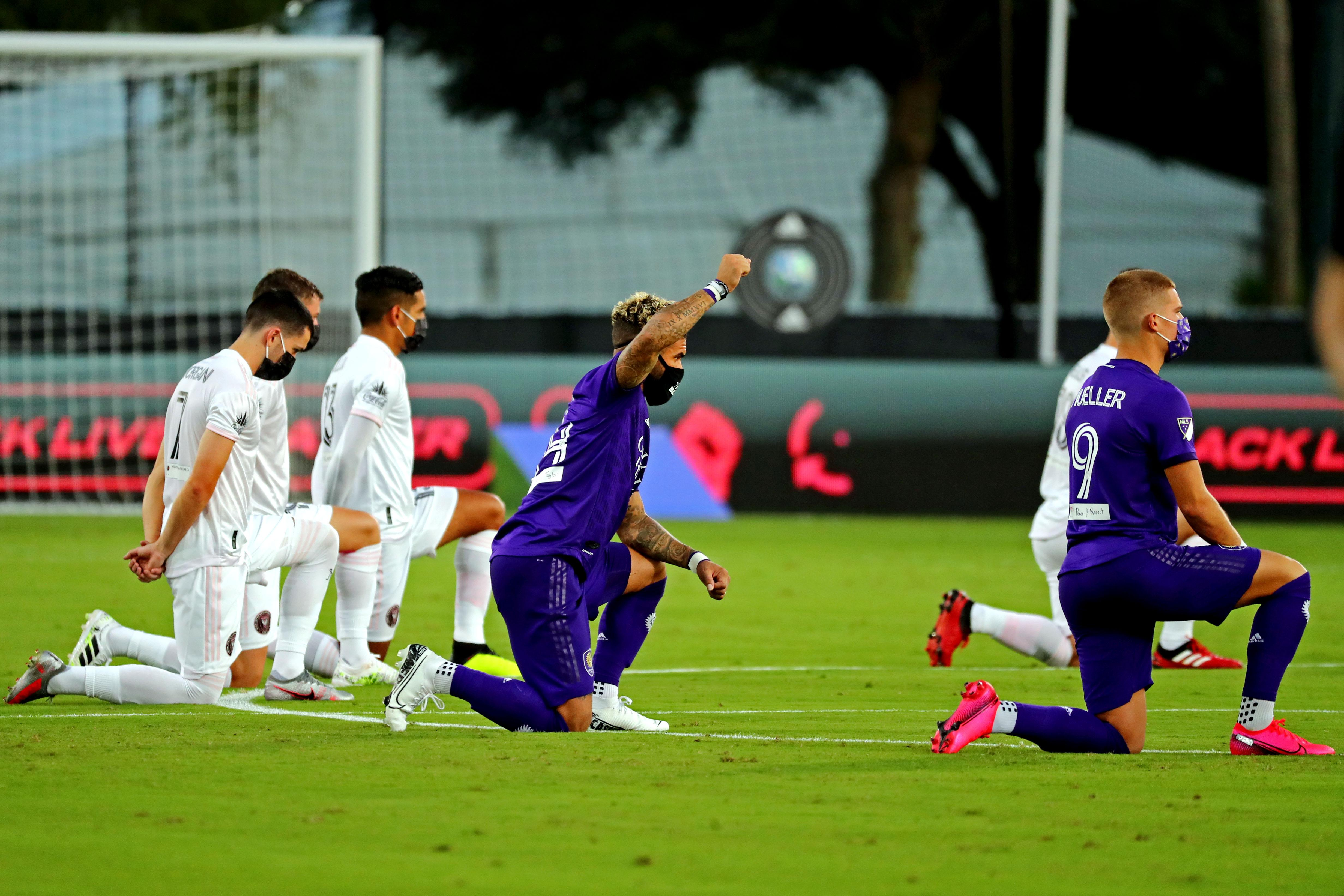 Starke Anti-Rassimus-Gesten vor Beginn des MLS-Turniers in den USA