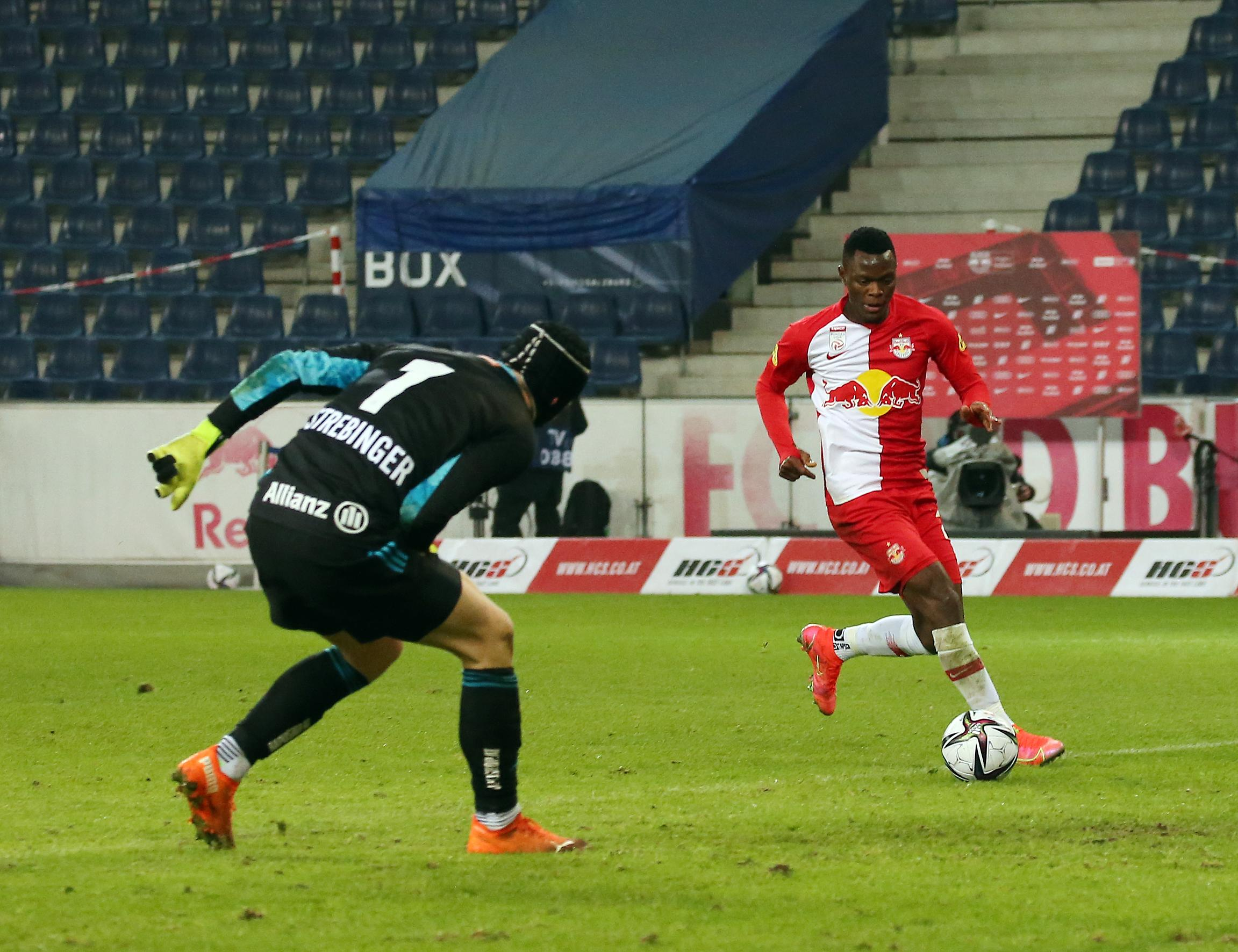 FUSSBALL: TIPICO BUNDESLIGA/GRUNDDURCHGANG: RED BULL SALZBURG - SK RAPID WIEN