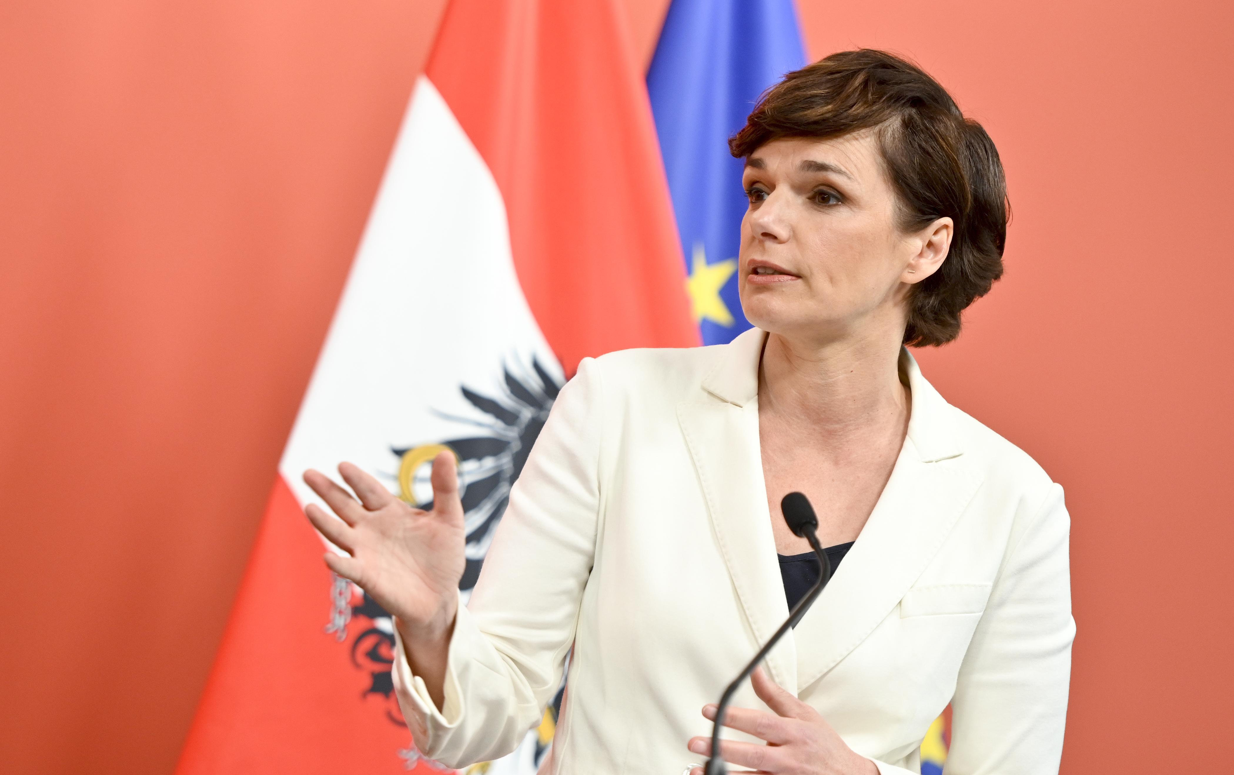 Rendi-Wagner: Scharfe Kritik an Kurz und Doskozil