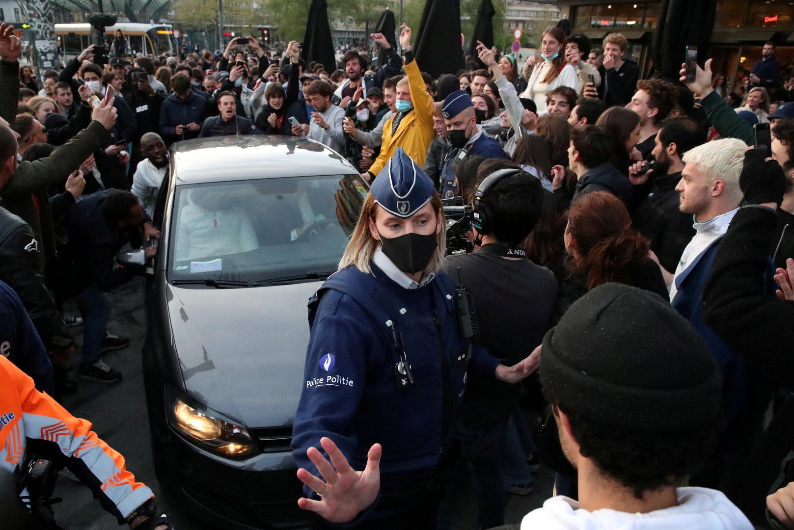 Ende des Lockdowns startet in Brüssel mit illegaler Massenparty