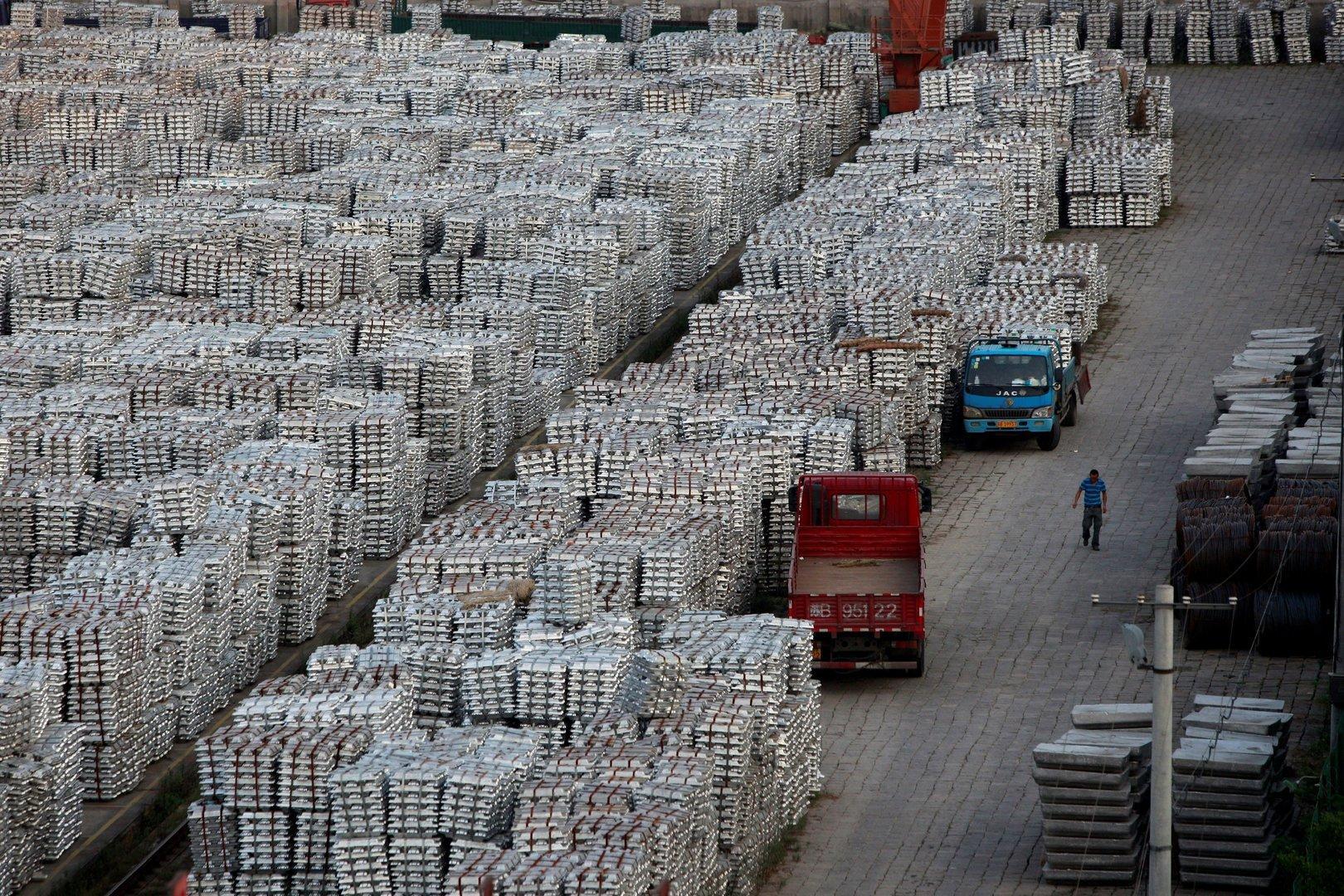 China dreht  Rohstoff-Produktionsstätten den Strom ab
